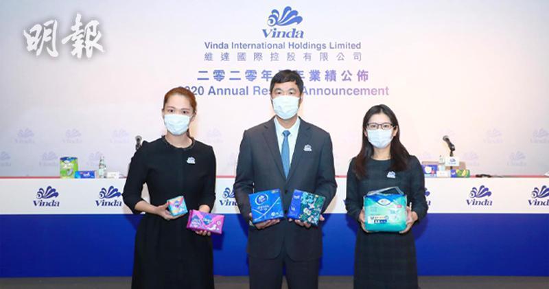 左起:行政總裁李潔琳、主席李朝旺、財務總監譚奕怡
