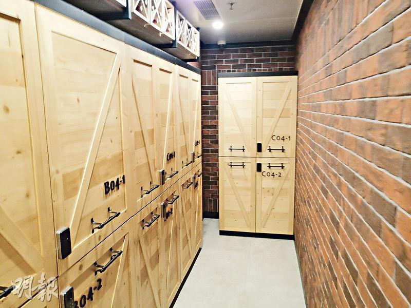紅酒區內設計與存倉區明顯不同,溫度亦長時間維持在11度至17度之間,這是紅酒儲存的最佳溫度。