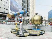 在環形廣場,設有不少優美景 觀雕塑及藝術互動裝置等。