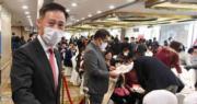 信置集團聯席董事田兆源(左)表示,凱滙料第二季入伙。(劉焌陶攝)