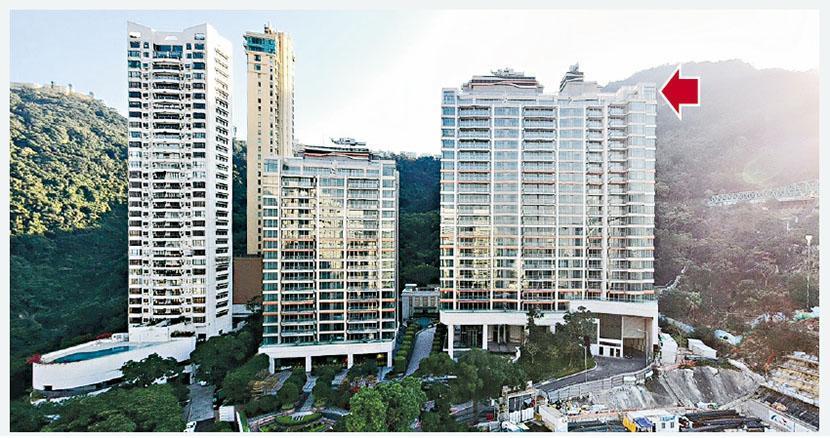 長實已屆現樓的中半山21 BORRETT ROAD,一個頂層「天池屋」(箭嘴示)以近4.6億元售出,實呎高達13.6萬元,以呎價計創亞洲一手分層住宅的新高紀錄。(劉焌陶攝)