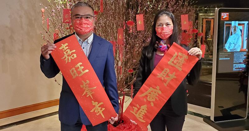 嘉華溫偉明(左)稱,預算案應就辣稅減辣,激活樓市及經濟。