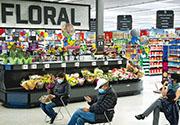 美國經濟持續復蘇,第四季GDP修正值按季折合成年率增長4.1%,較初值上調0.1個百分點。圖為華盛頓州一家巨型零售店(法新社)