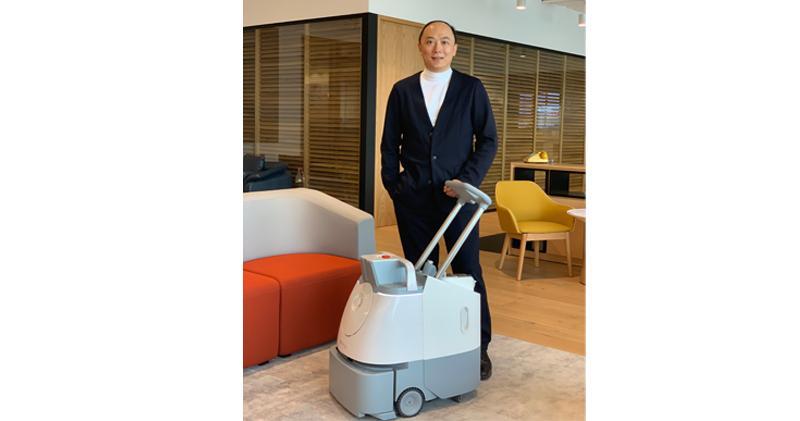 鎧耀環境:與軟銀機器人組合營 研發產品提升公共衛生。圖為鎧耀環境衛生科技首席執行官何偉康。