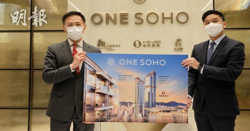 左為信置田兆源,旁為莊士機構地產部助理總經理陳慶光。(鄧宗弘攝)
