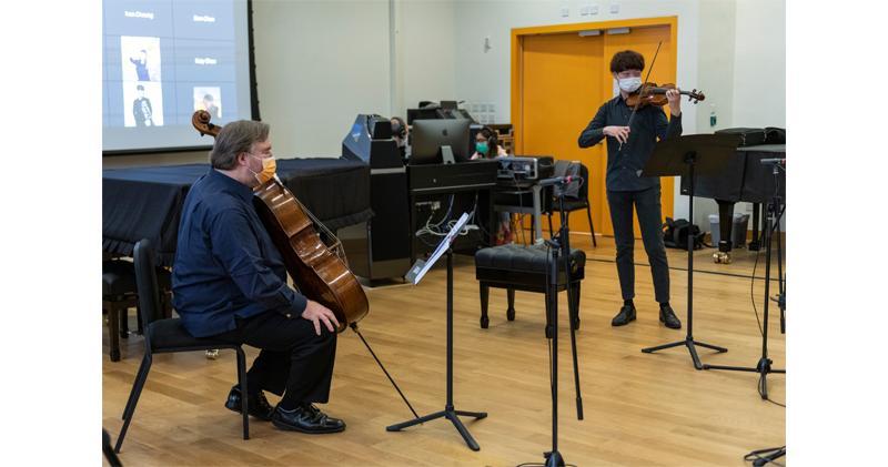 太古額外捐1.5億 資助約30個社區項目。圖為香港管弦樂團樂師透過管弦樂精英訓練計劃為學員提供 大師班培訓。