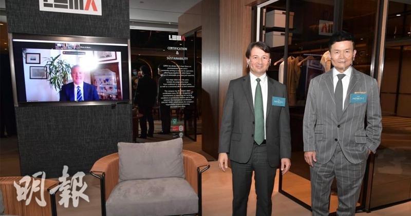林達民(右)指,THE HENLEY I最快5月初開價;旁邊的意大利駐港總領事孔德樂(左)表示,這次與THE HENLEY I 合作的意大利品牌LEMA,擁有接近90年歷史。