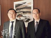 光大永年董事長劉嘉(左)表示,集團目前聚焦成都乙級寫字樓市場,從中尋求新的投資機會。圖右為執行董事兼副總經理馬賀明。