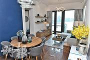 客飯廳長形開則,飯廳深藍色牆壁突顯空間的劃分。(朱安妮攝)