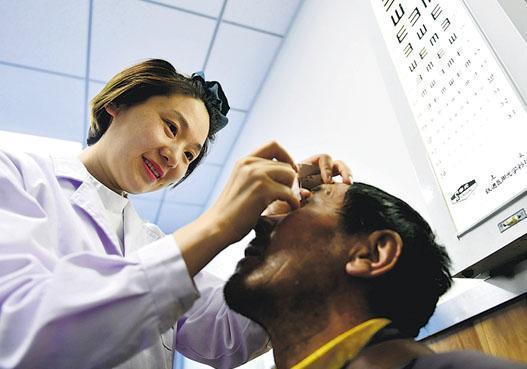 受到人口老化,以及患者對治療支出的負擔能力增加,預計內地眼科藥物市場至2025年將增至72億美元。