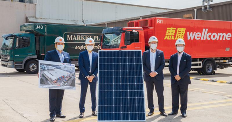 牛奶公司及中電合作建太陽能發電系統。左起牛奶公司設施管理總監Jon Abel、牛奶公司北亞區及集團便利店業務行政總裁朱秉志、中電源動總裁紀安立及中電源動分佈式能源總監楊明才。