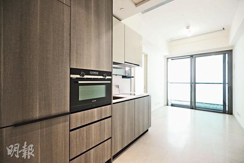 套1房單位的大廳與露台闊度相同,可享更遼闊景色。(曾憲宗、黃志東攝)