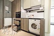 廚房家電配備齊全,住戶可盡享入廚樂。(曾憲宗、黃志東攝)
