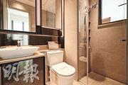 浴室設於主人房內,形成套房格局。(曾憲宗、黃志東攝)