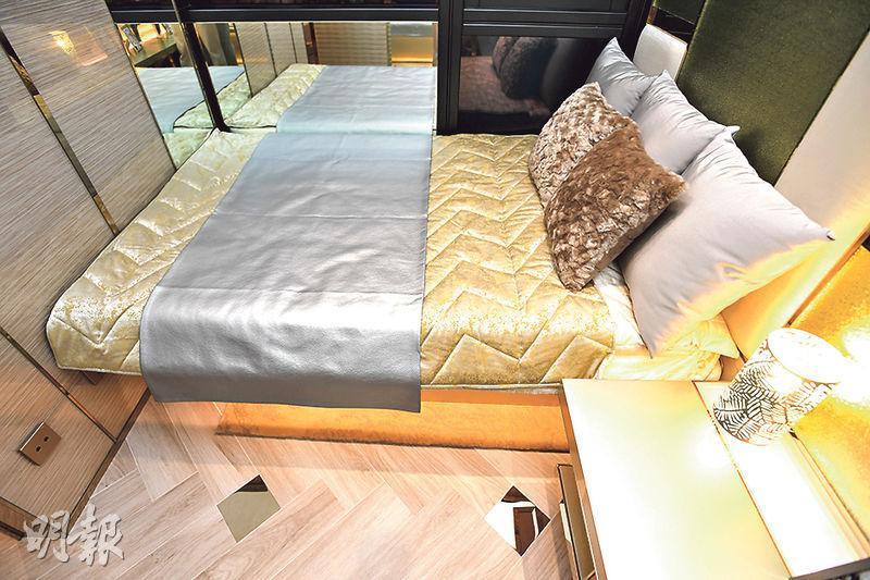 主卧室放置一張雙人牀,整體主調偏暖色。(劉焌陶攝)