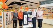 牛奶公司健康及美容業務行政總裁暨首席市場及業務拓展總監金尚炫(右二)與團隊見證OLIVE YOUNG熱銷美妝產品開售。