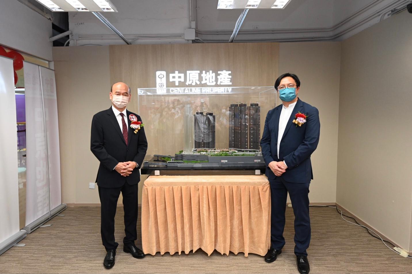 黃浩賢(右),旁為中原陳永傑。