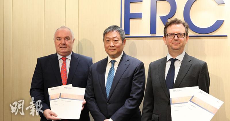 上市公司四份三審計工作須改進 財匯局感失望。左起Marek GRABOWSKI、黃天祐及Benjamin RHYS(曾憲宗攝)。