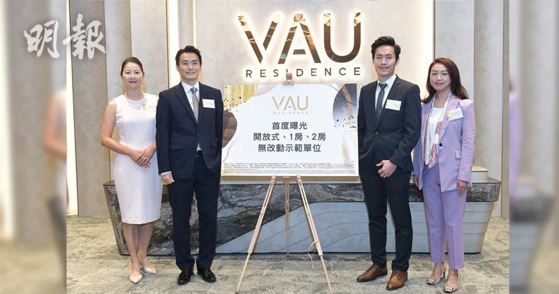 左起:萬科香港市場營銷與客戶關係部副總裁劉淑貞,執行董事周銘禧,項目管理部副董事梁啟安,高級經理周紫筠。朱安妮攝