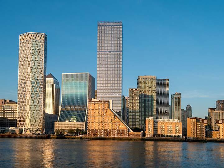 倫敦金絲雀碼頭是世界知名的金融中心,國際銀行及金融機構林立,並擁有豐富的餐廳、購物、消閒及交通配套設施,隨着Crossrail Elizabeth Line開通,將有力帶動進一步發展。