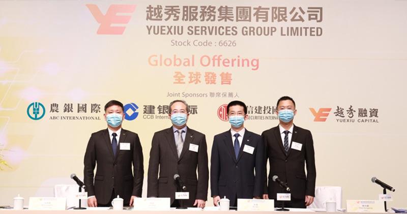 右二:越秀服務行政總裁吳煒 左二:董事會主席林峰