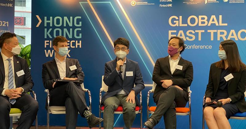 周文正(中)表示,香港在金融科技發展上要更多技術領域人才。(胡學能攝)