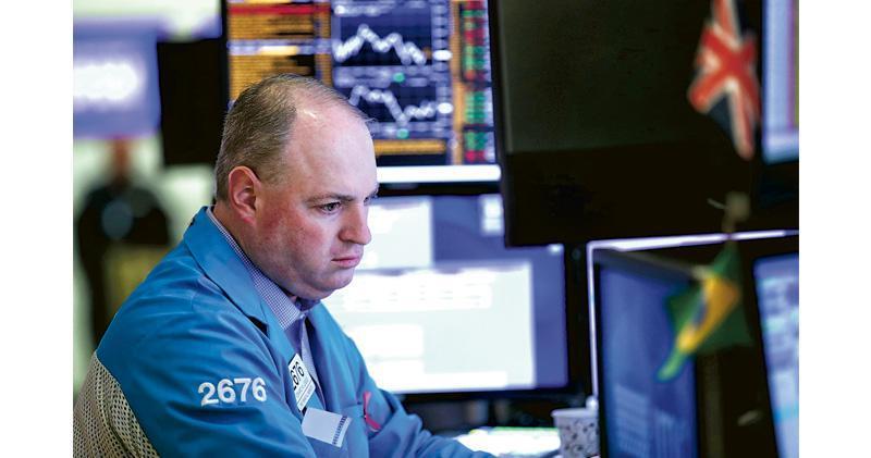 美股個別發展 道指收漲210點