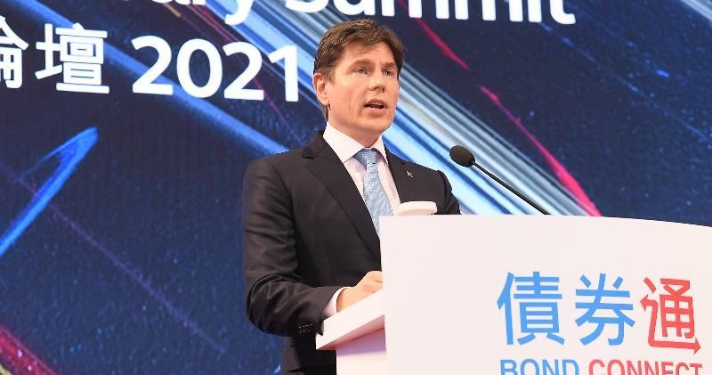 港交所行政總裁歐冠昇昨天出席債券通公司四周年論壇。