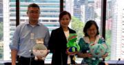 羚邦集團向B站購入11部日本及中國動畫。羚邦集團主席兼行政總裁趙小燕(中)。(蔡穎霖攝)