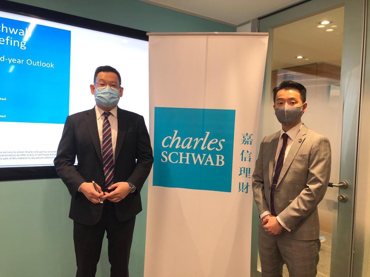 嘉信理財私人客戶顧問副總裁游國義(左)、嘉信理財副總裁-理財顧問林長傑(右)。