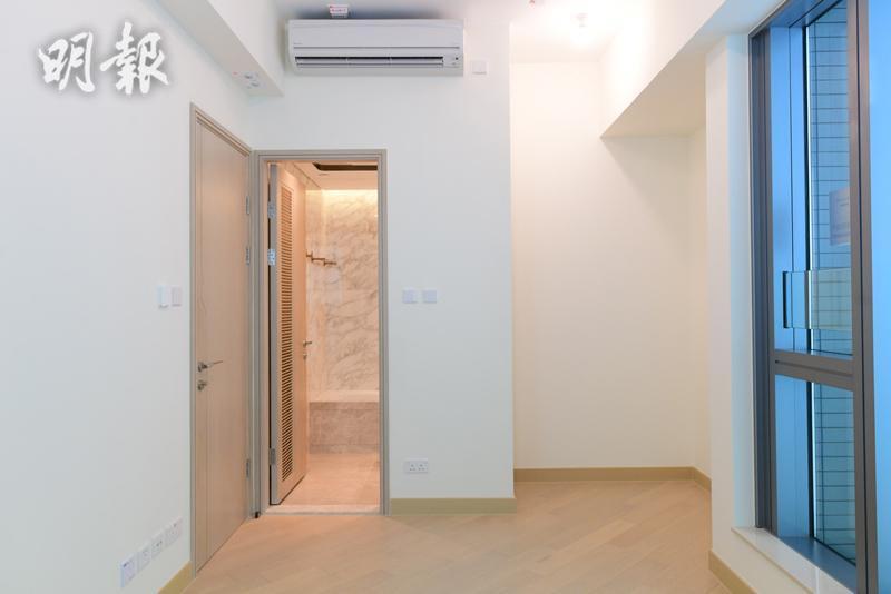 維港滙II 第六座18樓C室示範單位(主人房連廁所)(鍾林枝攝)