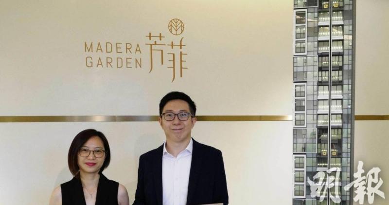 協成行高級項目經理陳婉霞(左)表示,芳菲擬下周開放示範單位。