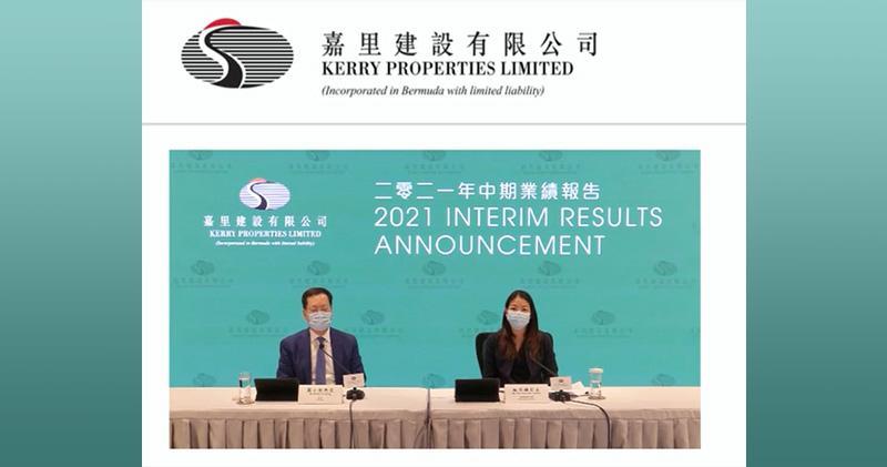 嘉里建設集團主席黃小抗 (左) 、 首席財務官藍秀蓮 (右)