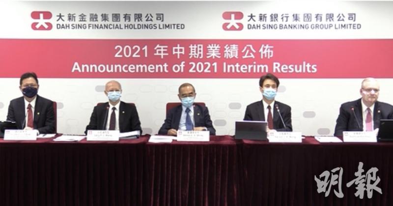 王祖興(右二)表示,現時資金成本有增加,但會盡力調整存貸組合。(視像會議截圖)