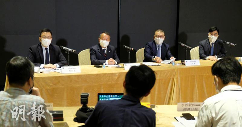 TVB:網絡欺凌對影響下降 7、8月廣告收入見上升。左起財務總裁及公司秘書麥佑基、曾志偉、許濤及陳樹鴻。(鄧宗弘攝)