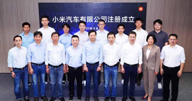 前排中為小米CEO雷軍(圖片來源:小米微博)