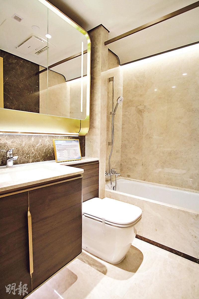 浴室以鋪砌雲石瓷磚為主,另配備浴缸,惟不設通風窗。
