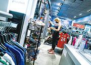 美國8月消費者物價指數(CPI)按年升5.3%,由6月及7月所創的13年高位回落。按月計算,8月CPI升0.3%,升幅是今年1月以來最低。(路透社)