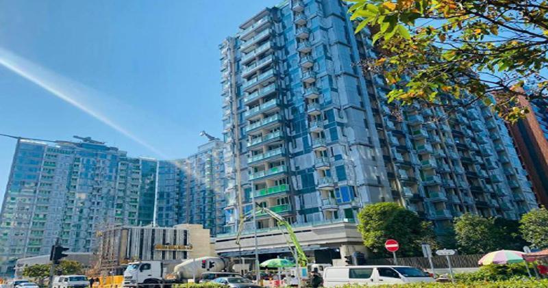 逸瓏灣8標準4房2428萬沽 實呎1.96萬元