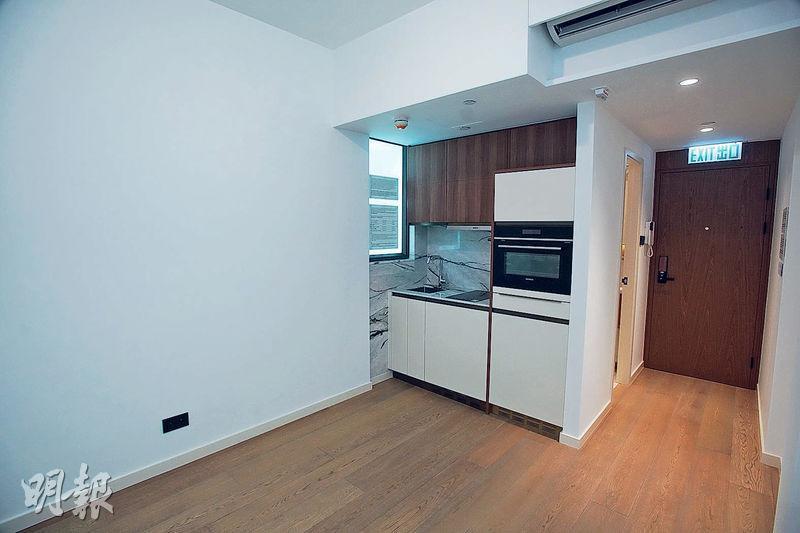 開放式單位以18樓F室為設計藍本,實用面積192方呎,由單位一隅察看,屋內環境可謂一覽無遺。
