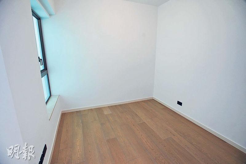 開放式單位以長形設計,起居室長約3.2米,闊約2.8米,與一般納米單位相若。