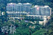 新地港島東半山豪宅CENTRAL PEAK第2期,昨突擊上載樓書;項目由19幢洋房組成,料快將接受準買家預約參觀示範洋房。(資料圖片)