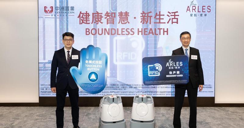 中洲置業營銷策劃總監楊聰永 (左) 表示,星凱‧堤岸有機會下周初公布開價。