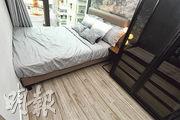 睡房設計時尚,並已附設家具。(劉焌陶攝)