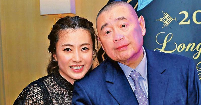 「大劉」劉鑾雄與妻子陳凱韻(甘比)提私有化,每股作價4元,雖較停牌前溢價近四成。