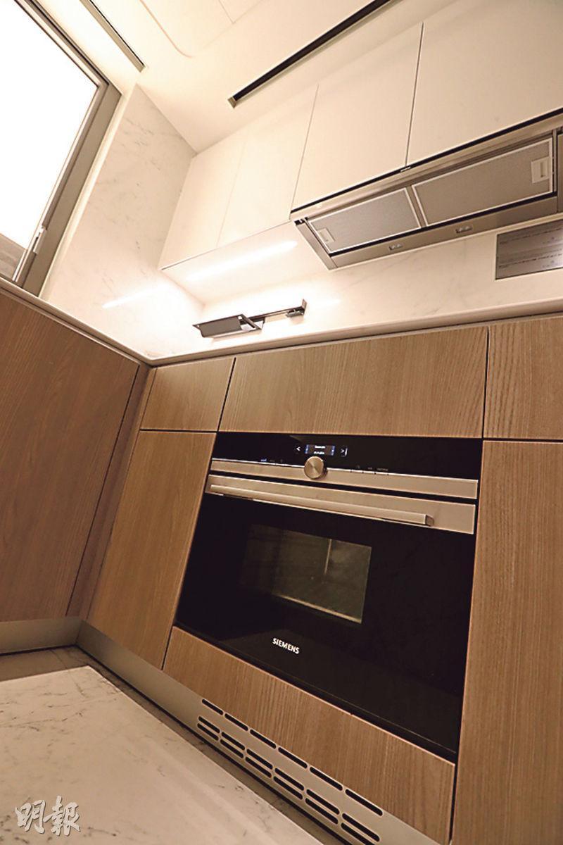 廚房配備一系列國際名牌家電,讓住戶可「大展身手」。