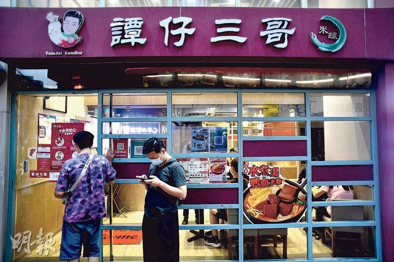譚仔國際昨掛牌收報3.08元,較上市價3.33元跌7.5%。圖為譚仔三哥門店。(資料圖片)