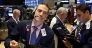美股三大指數低收 道指跌250點