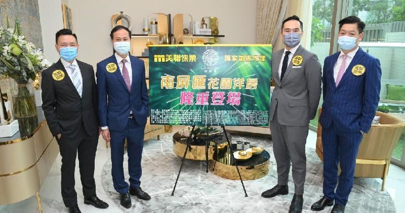 美聯住宅部行政總裁布少明(左2)。