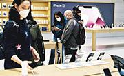 蘋果 iPhone 13受晶片短缺問題影響,預期最多削減產量1000萬部。(法新社)